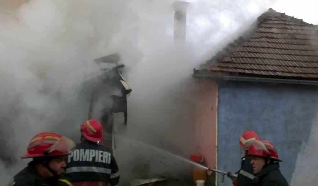 O persoană a murit și trei au fost rănite într-un incendiu, la Vlăhița