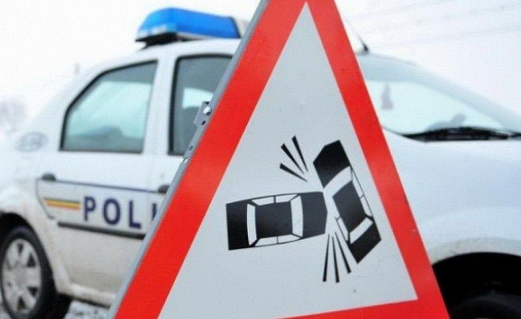 Patru adulți și un copil - victime ale lipsei de experienţă la volan şi vitezei excesive, în condiţii meteo nefavorabile